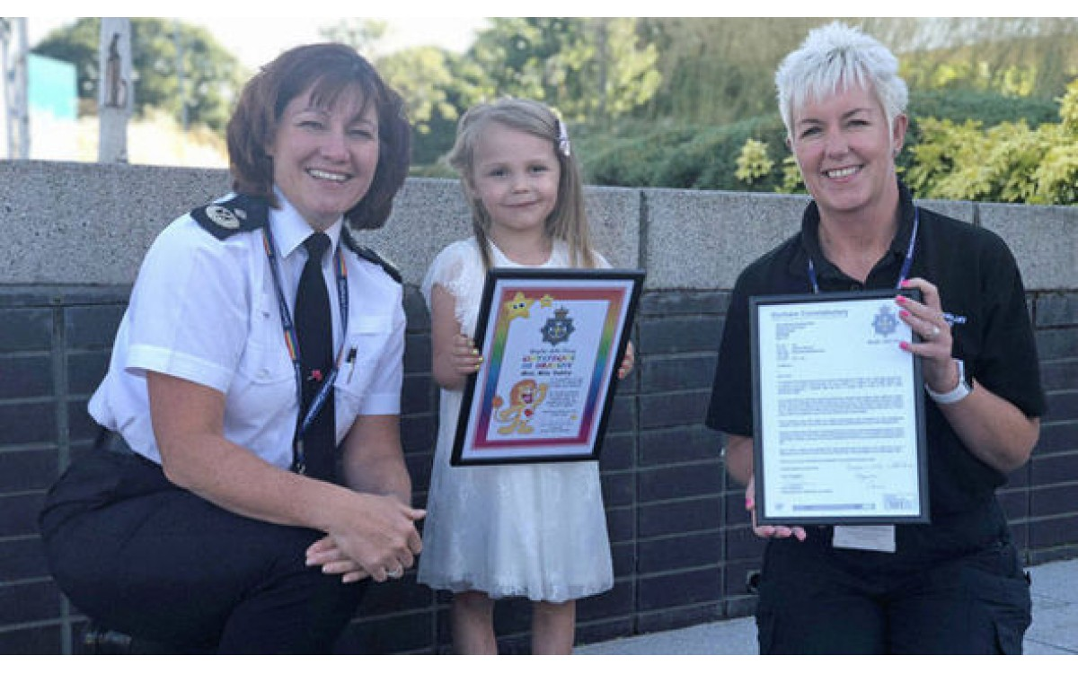 Girl, 4, praised for 'saving mother's life' by calling 999 after fall